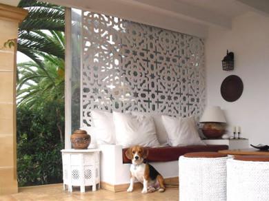 Paneles decorativos de celosía, fabricado en pvc blanco, idóneo para exteriores, separador de ambientes entre porche y jardín.
